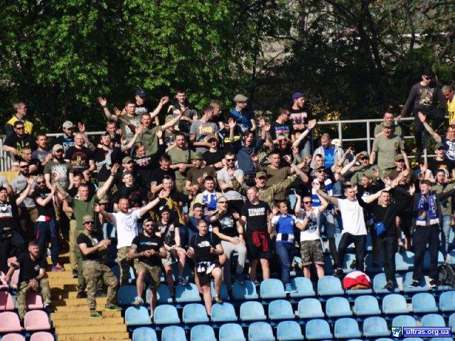 Як бійці «АЗОВу» вболівали за «Динамо-2» у Маріуполі - фото 1